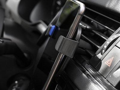 Držač mobilnih uređaja za automobil